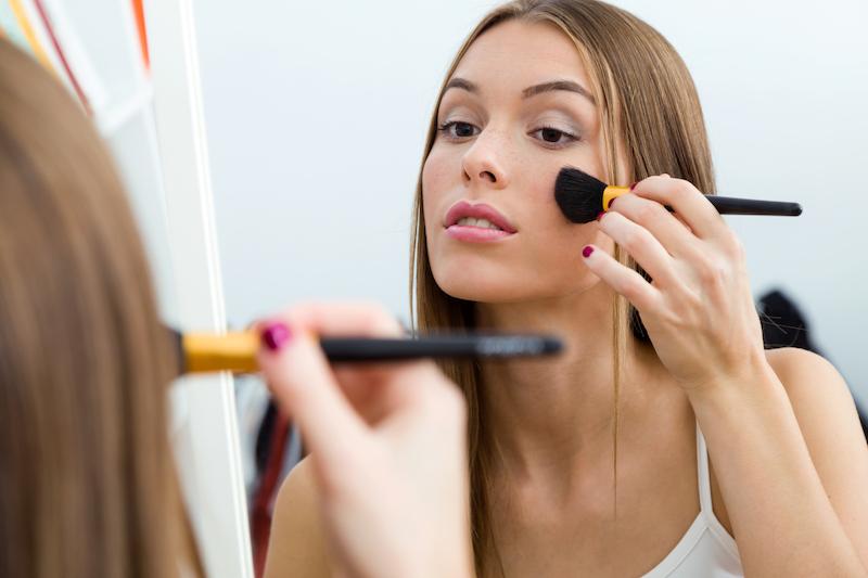 Jak profesjonalnie dbać o pędzle do makijażu?