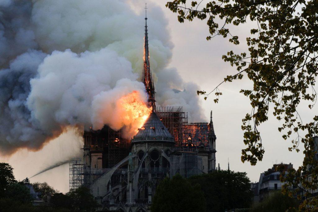Miliony od L'Oreal, Gucci, Saint Laurent i Alexander McQueen na wsparcie odbudowy Notre Dame