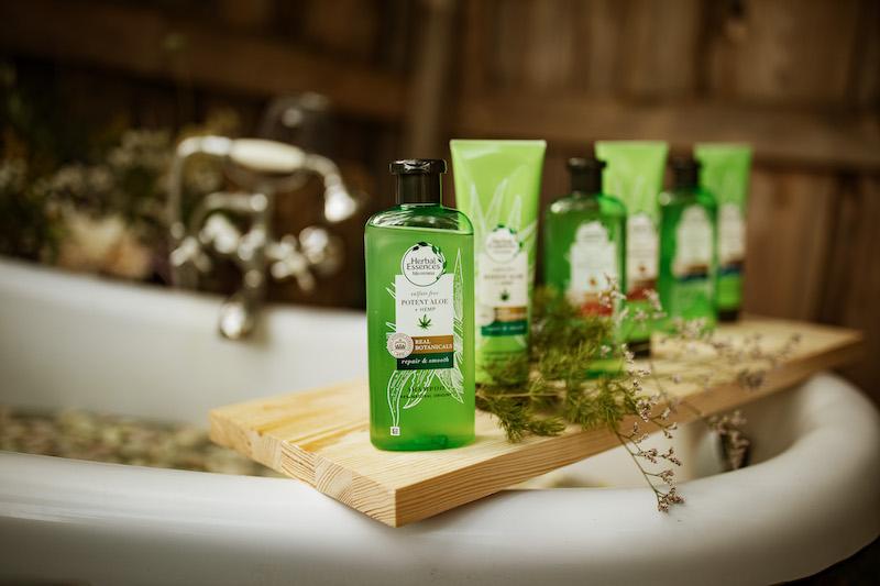 Siła roślin w pielęgnacji włosów w nowej linii produktów HERBAL ESSENCES BIO:RENEW POTENT ALOE