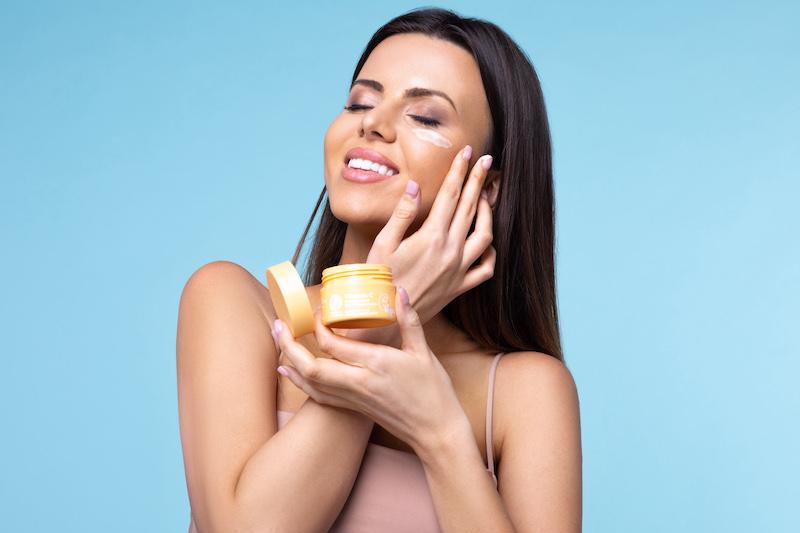 Pielęgnacyjny trend przyszłości-skóra chroniona przed niebieskim światłem!