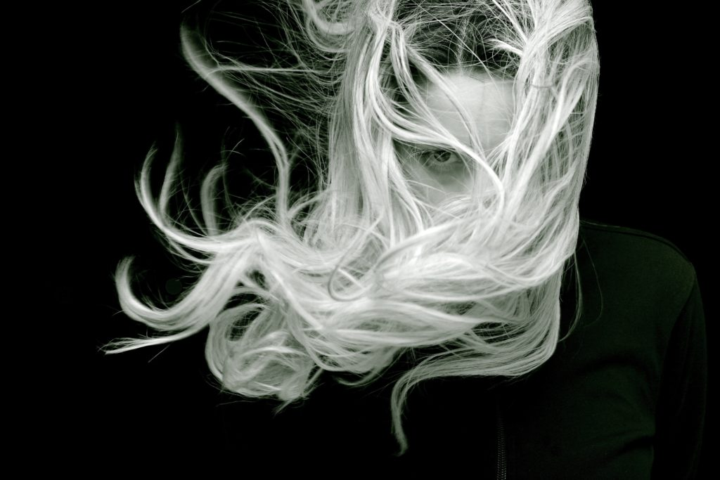 Jak sprawić aby włosy po lecie były nawilżone i błyszczące?