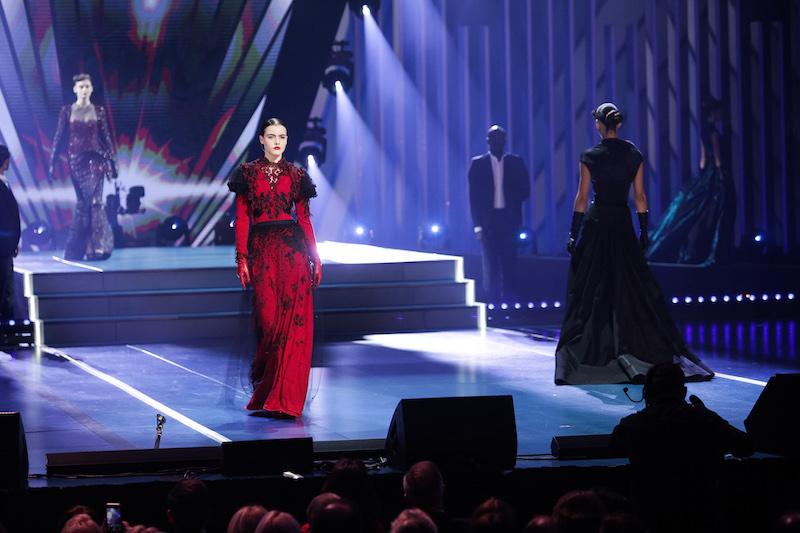 Francuska muzyka, kuchnia i… pokaz haute couture!
