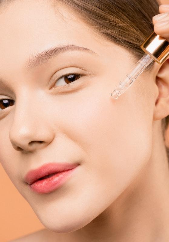 Ranking 10 najlepszych dodających blasku serum do twarzy